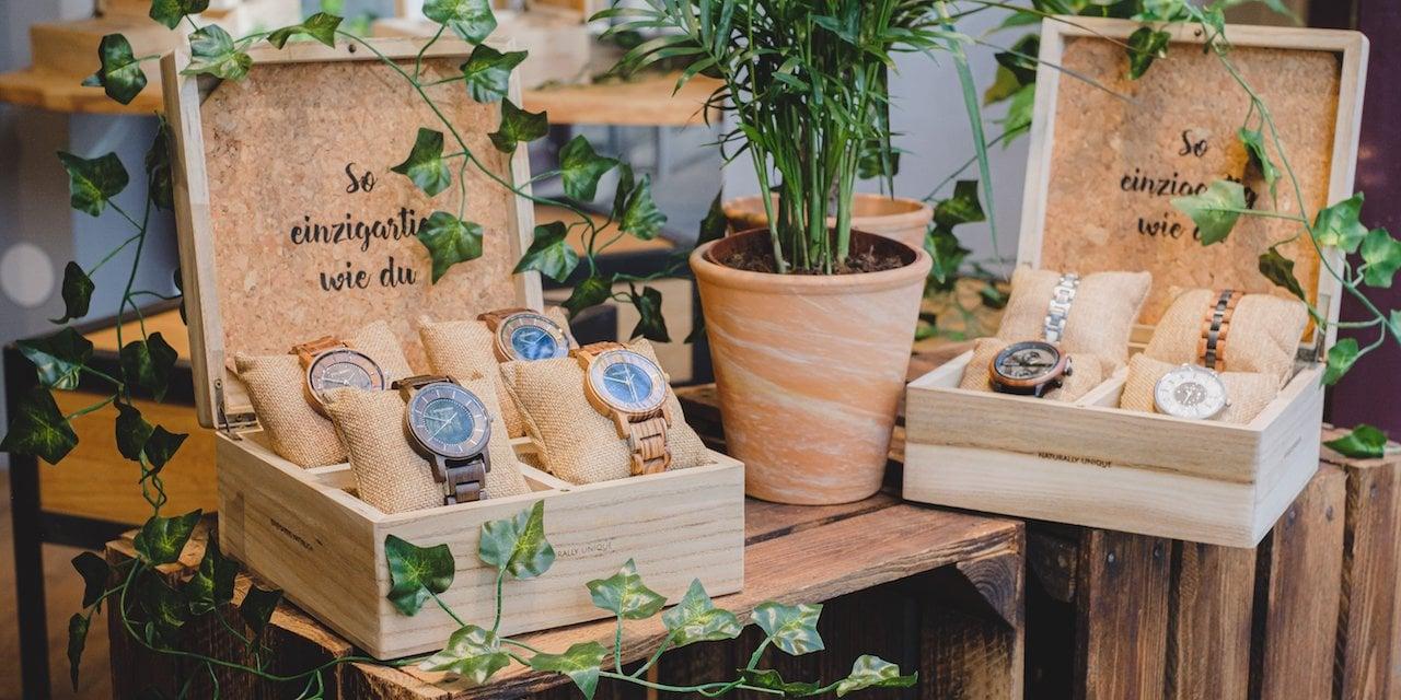 Holzkern Pop Up Store Uhren in Sammlerboxen
